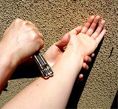 イトオテルミー療法の基本である、摩擦法